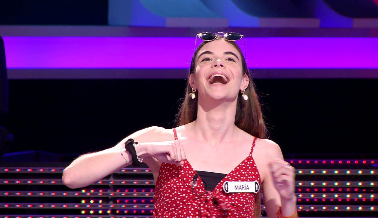 María prueba en '¡Ahora caigo!' el reto viral de TikTok con las gafas que no ha conseguido en toda la cuarentena