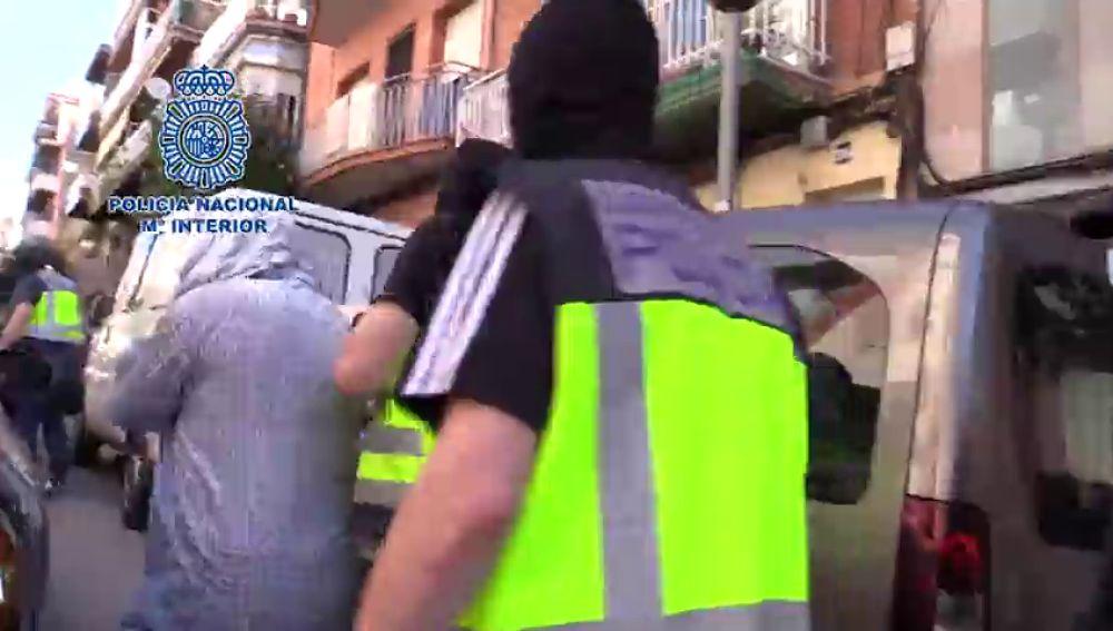 Tres detenidos en Badalona por presuntos delitos de captación y adoctrinamiento para la banda terrorista DAES