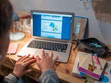 Uno de cada tres niños de primaria no tuvo clases online en el confinamiento