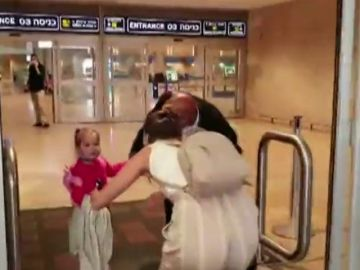 Una niña de tres años regresa con sus padres en Israel tras quedar bloqueada por el cierre de fronteras del coronavirus