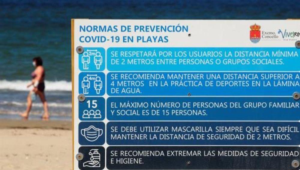 Imagen de un cartel en la playa de Covas (Lugo)
