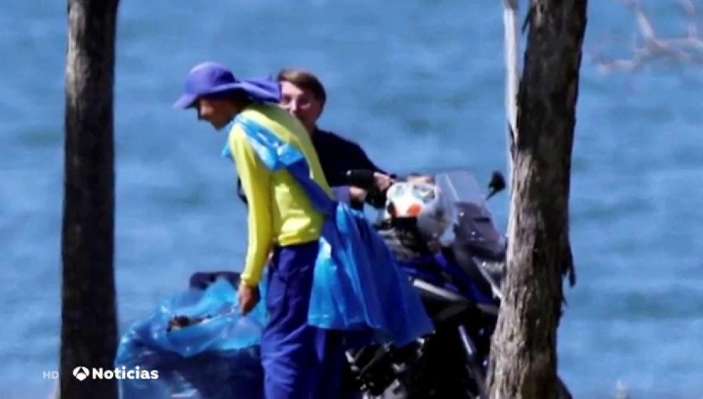 Bolsonaro, positivo en coronavirus, pillado paseando en moto y sin mascarilla
