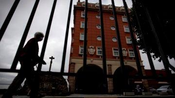 Fachada del hotel donde se encuentra la expedición del Fuenlabrada