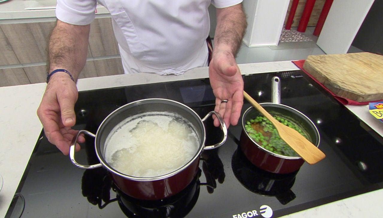 El truco de Karlos Arguiñano para que el arroz blanco quede suelto y no se siga cociendo