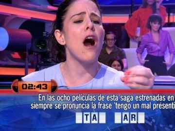 Nuria, la concursante que habla un nuevo y extraño idioma en '¡Ahora caigo!'