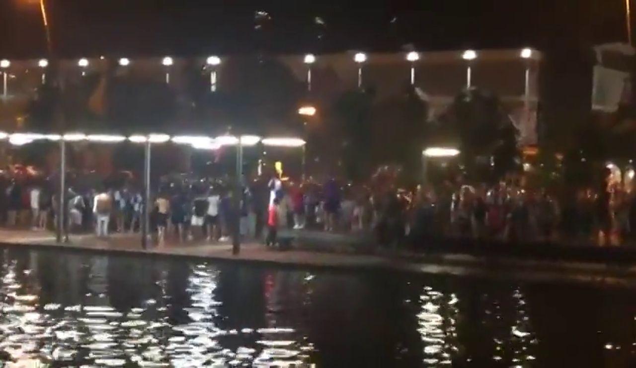Cientos de aficionados celebran el ascenso del Sabadell a Segunda pese al coronavirus