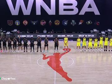 Las jugadoras de la WNBA abandonan la pista antes del himno de EEUU como protesta por la muerte de Breonna Taylor