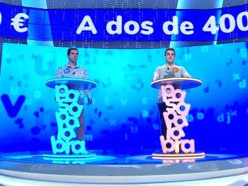 Una difícil decisión para Pablo y Nacho a solo dos preguntas del bote de 400.00 euros: ¿quién se arriesgará?