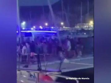 El vídeo de una fiesta en catamarán en Cartagena que ha escandalizado a las redes