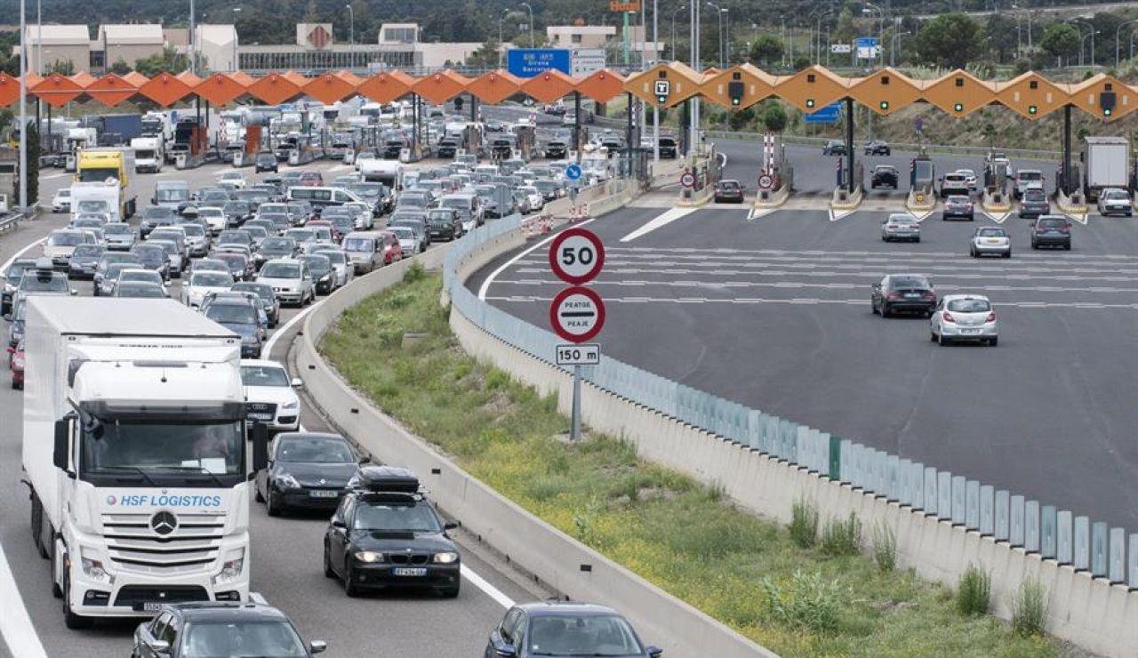 """Los turistas que cruzan La Jonquera para pasar sus vacaciones en España aseguran sentirse seguros: """"Todos llevan mascarilla"""""""