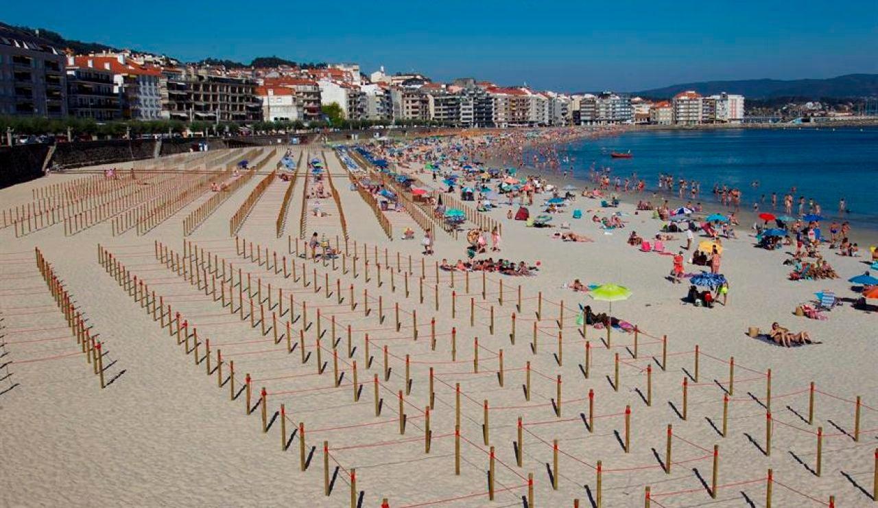 La playa de Silgar, en Sanxenxo, parcelada para mantener las distancias de seguridad