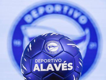 El Alavés presenta su nuevo escudo para celebrar sus 100 años de historia