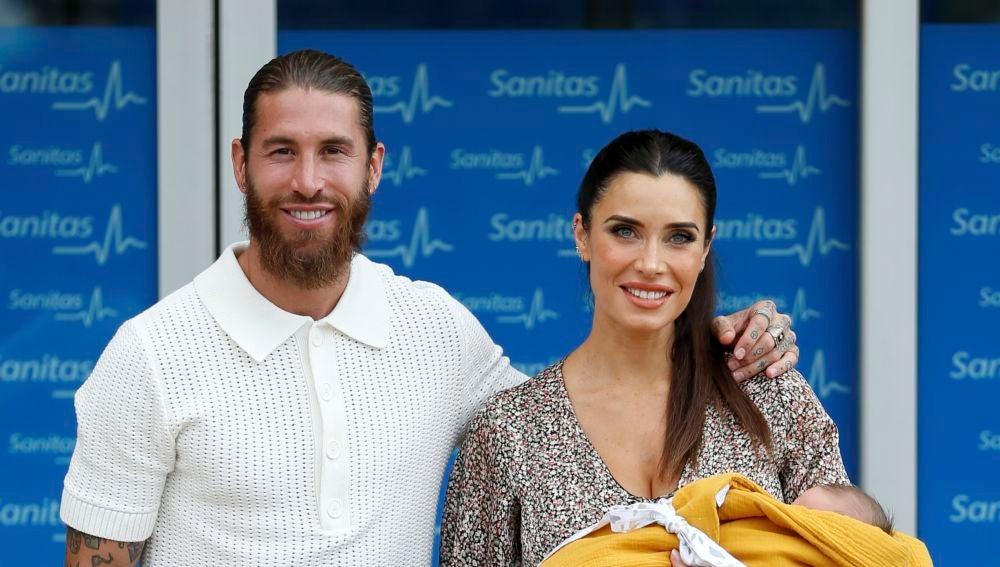 Pilar Rubio y Sergio Ramos abandonan el hospital con su cuarto hijo en brazos