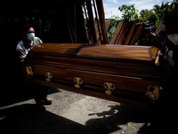 Una mujer de El Salvador pierde a cinco familiares en dos meses por culpa del coronavirus