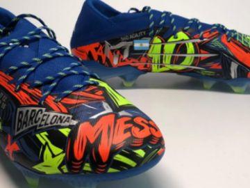 Leo Messi estrena botas nuevas en Champions League con referencias a Rosario y Barcelona