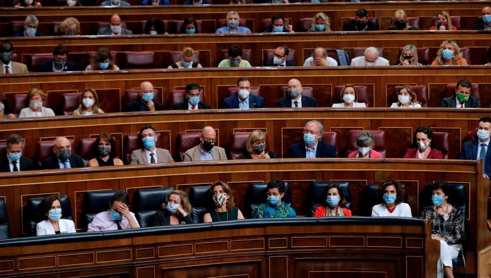 La bancada socialista asiste al pleno del Congreso