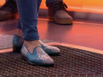 ¡La historia se repite! Manolo acapara toda la atención con sus curiosos y llamativos zapatos en '¡Boom!'