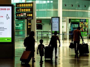 Si me cancelan un vuelo por las nuevas restricciones en viajes a España por el coronavirus, ¿puedo reclamar? ¿Me devuelven el dinero?