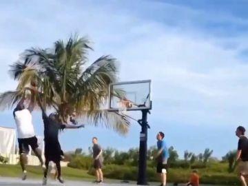 El vídeo viral de Michael Jordan humillando a unos jóvenes un partido de básket callejero