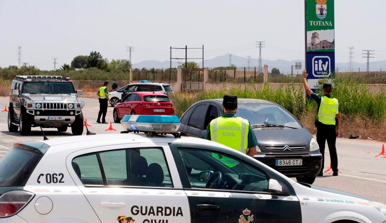 Buscan a 15 inmigrantes