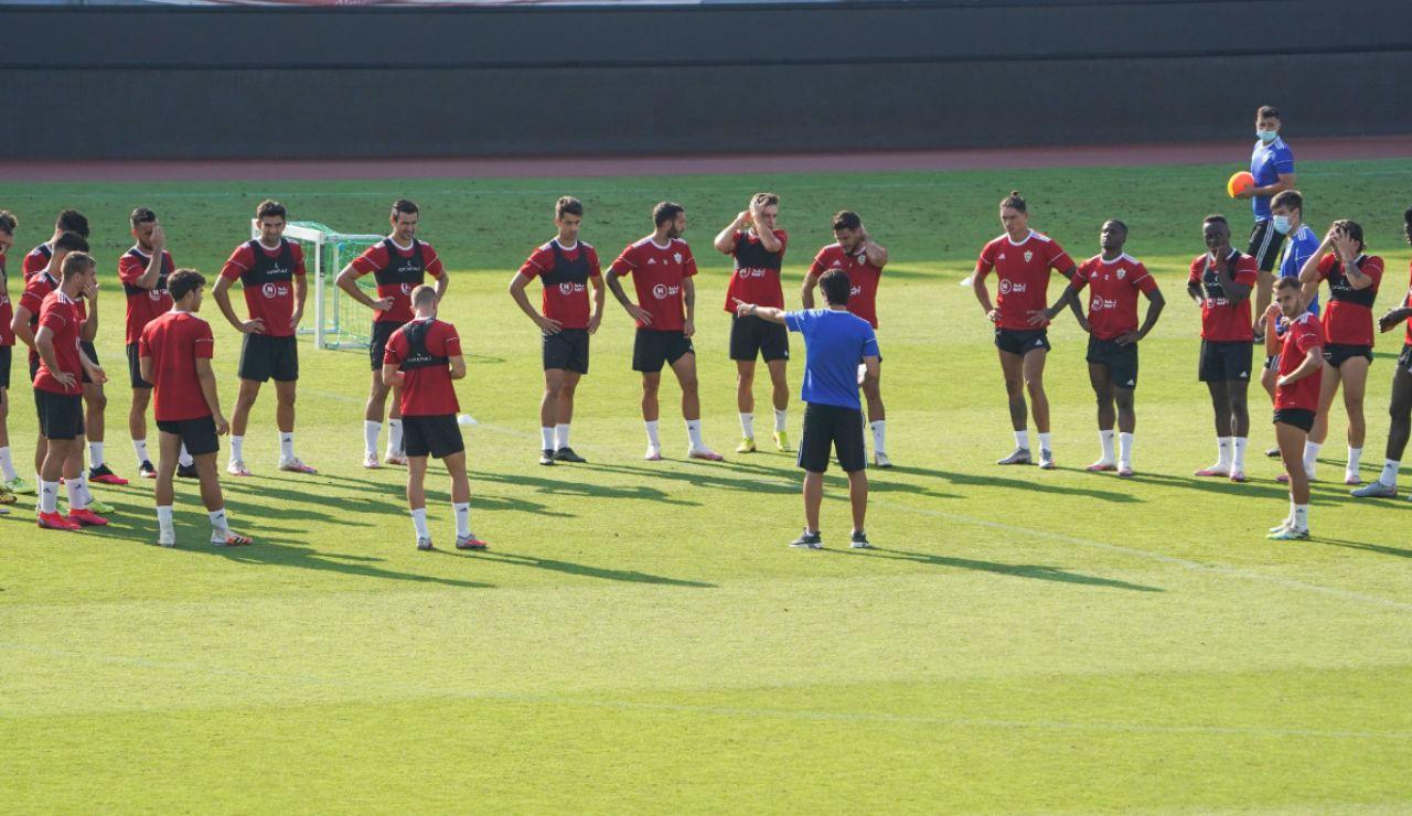 Un futbolista de la UD Almería da positivo por coronavirus