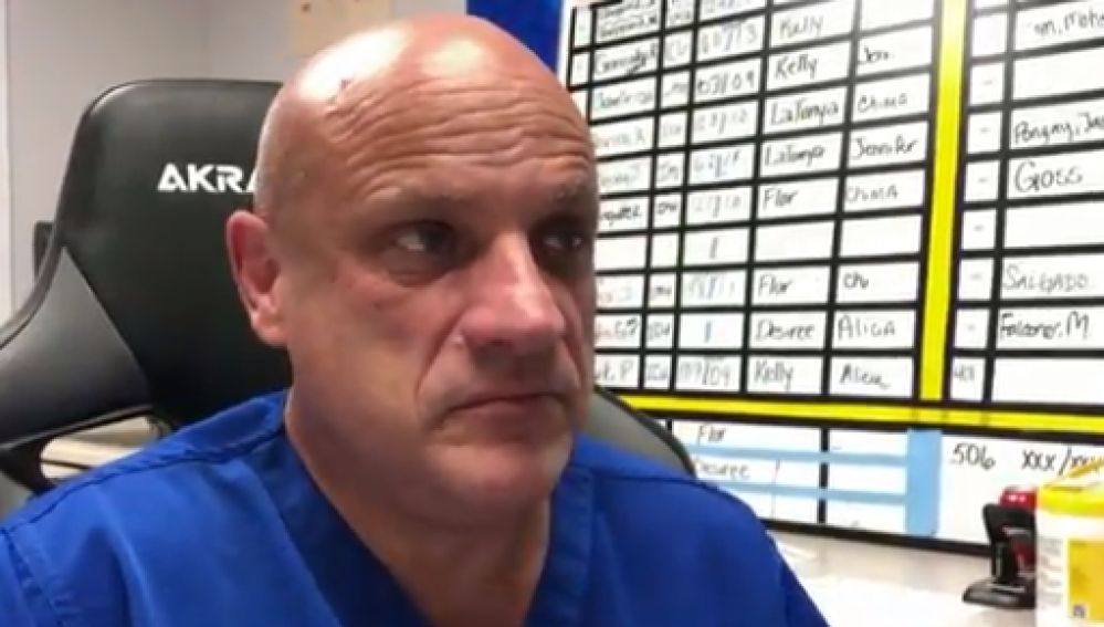 """El llamamiento desesperado de un médico de Texas contra la """"estupidez"""" humana"""