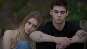 Josephine Langford y Hero Fiennes-Tiffin en 'After'