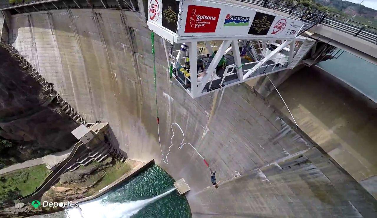 Así es el salto más alto de España, 122 metros de adrenalina en una presa de Lleida