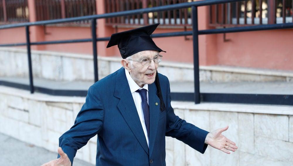 Un italiano se gradúa a los 96 años y se convierte en el licenciado más longevo del país