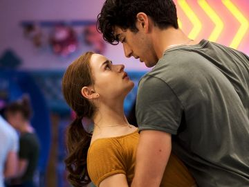 Joey King y Taylor Zakhar Perez como Elle y Marco en 'Mi primer beso 2'