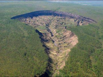 Los científicos alertan del rápido crecimiento de 'la puerta del infierno', el cráter de Siberia