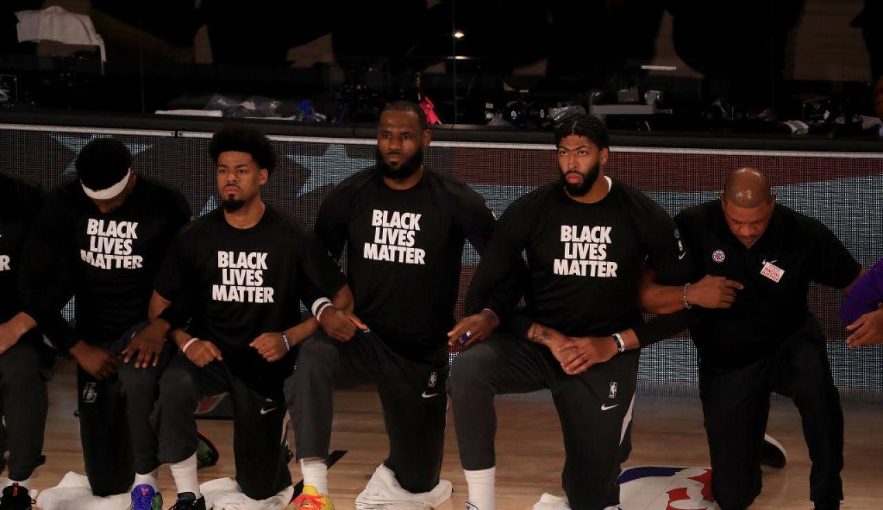 La NBA vuelve con canasta decisiva de LeBron James y polémica con el himno de Estados Unidos