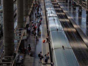 Los pasajeros que superen los 37,5 ºC de temperatura no podrán subir al tren en las estaciones de Atocha y Sants
