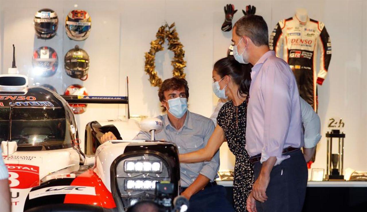 Fernando Alonso, anfitrión de los Reyes en la visita de Felipe VI y doña Letizia a su Museo y Circuito en Asturias