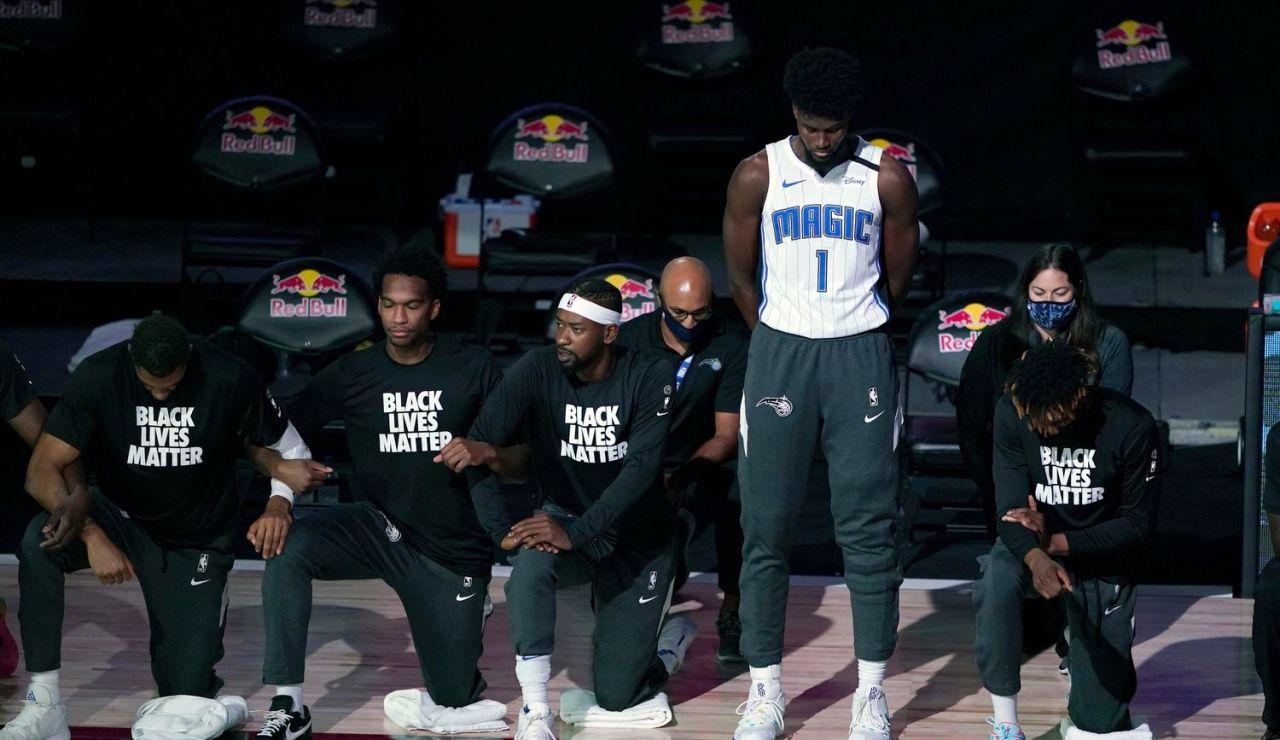 Jonathan Isaac, el primer jugador de la NBA que no se arrodilla contra el racismo durante el himno de EEUU