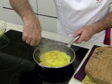 El truco definitivo de Karlos Arguiñano para hacer una tortilla francesa perfecta