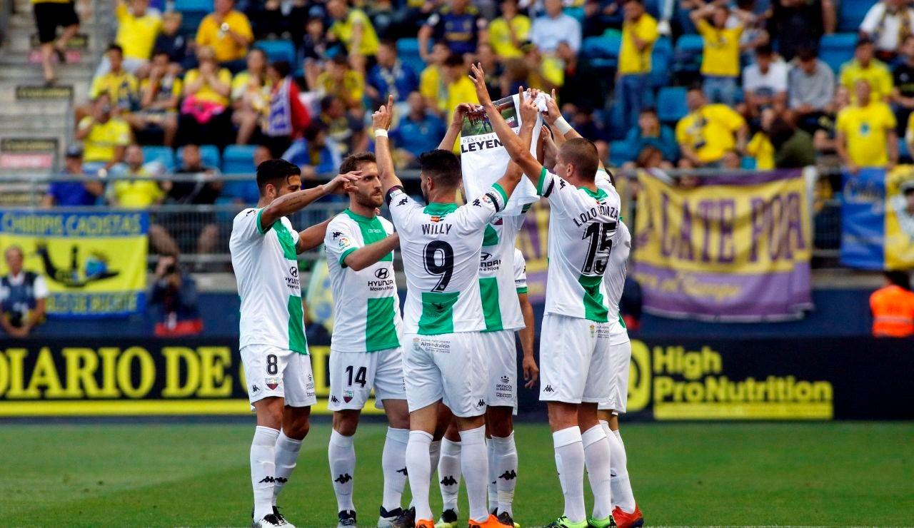 Los jugadores del Extremadura, durante un partido