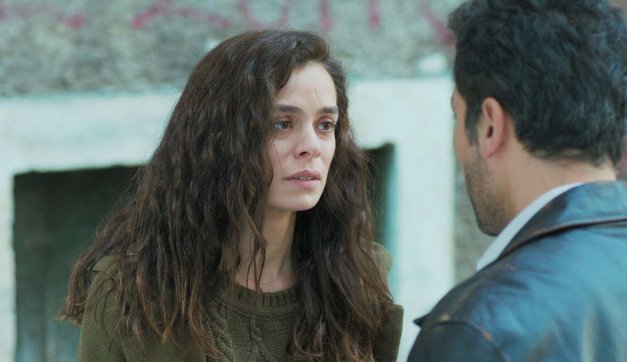 Bahar recibe una cruel nota que amenaza con dejarla a ella y a sus hijos en la calle