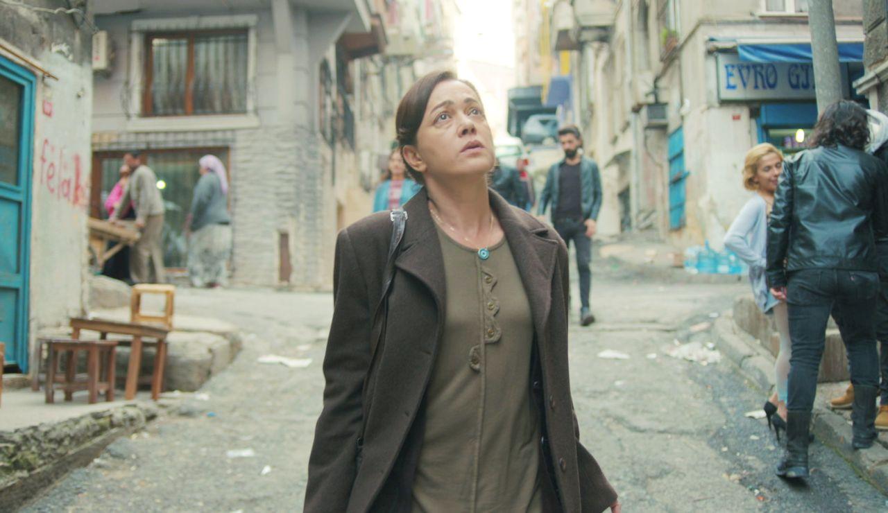 Hatice descubre la precaria situación en la que vive Bahar con sus hijos