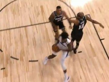 Jonathan Isaac, el primer jugador que no se arrodilló durante el himno, se destroza la rodilla en la NBA