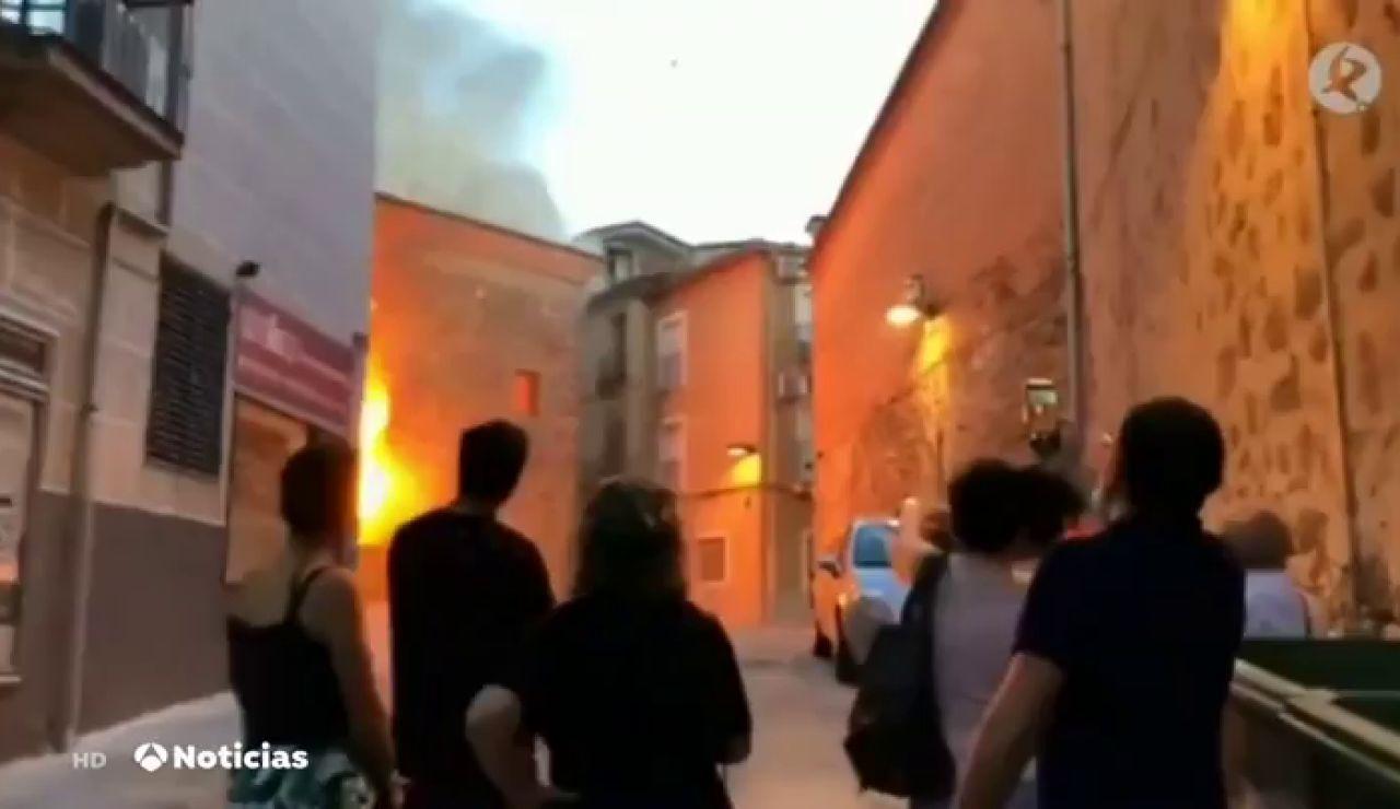Arde la iglesia de San Martín, la más antigua de Plasencia, debido a un cortocircuito