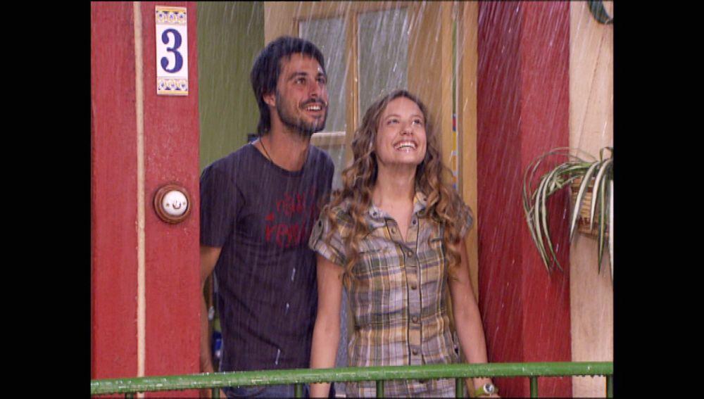 Así recuerdan los guionistas de 'Los hombres de Paco' el fenómeno de la historia de amor entre Sara y Lucas