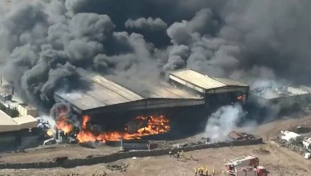 Declaran la situación de emergencia en El Hierro por un incendio y confinan a la población afectada