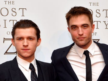 Tom Holland y Robert Pattinson