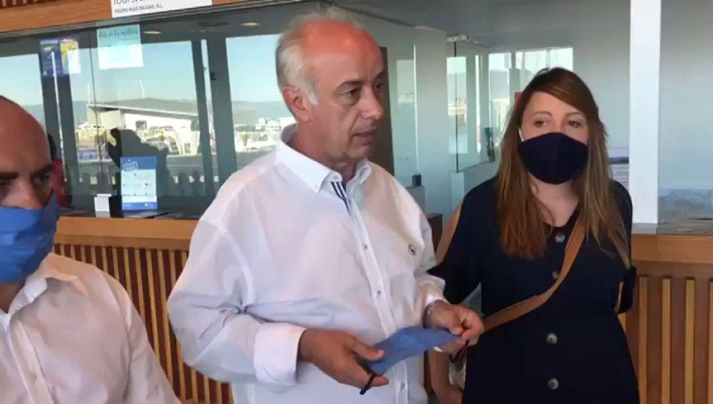 Un vecino de Vilagarcía de Arousa, en Pontevedra, entrega a la Policía una bolsa abandonada con 1.000 euros