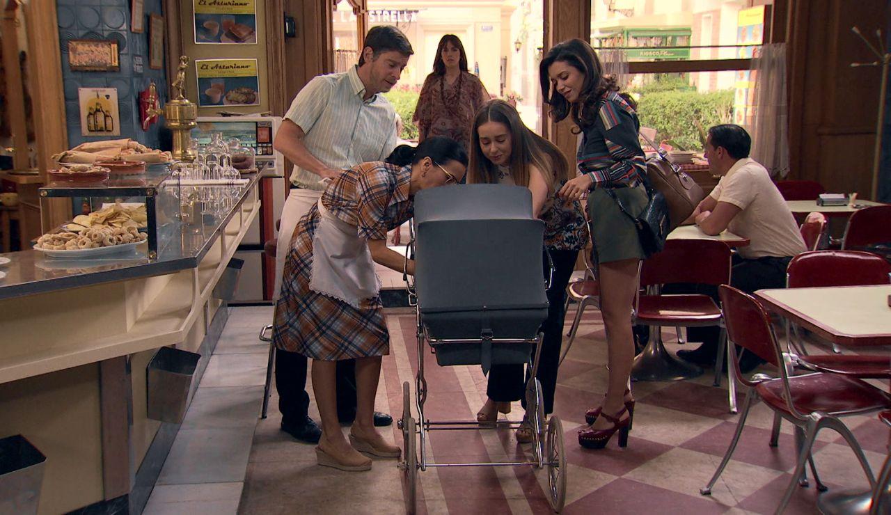 La gran desilusión de Luisita y Amelia: Isabel aparece en el momento más inoportuno