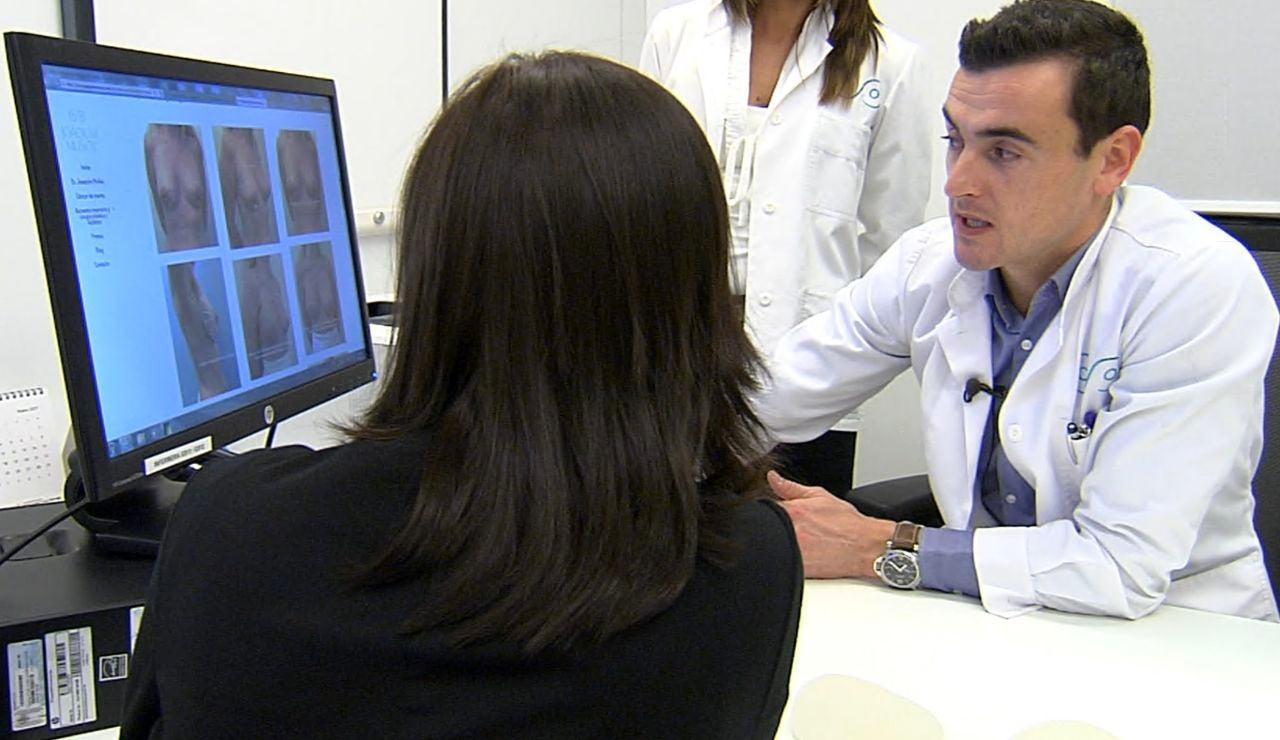 Varios cirujanos rechazan hacerse cargo de su reconstrucción de mama