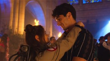Taylor Zakhar Perez y Joey King en 'Mi primer beso 2'