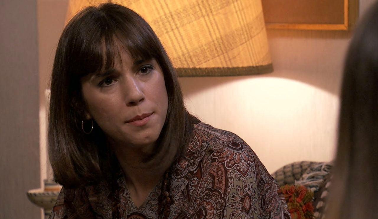 Luisita está enfadada por la vuelta de Isabel y no quiere perder a Teo