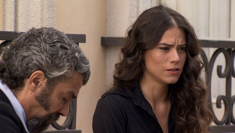 Curtis se apoya en Jose tras la muerte de Sofía